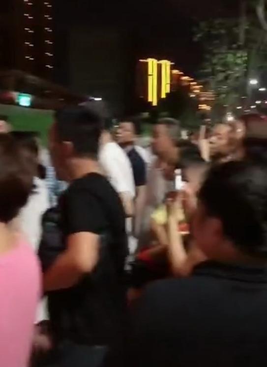 王力宏在外有小三!街頭女子稱自己是力宏妻子?已經婚姻十年!